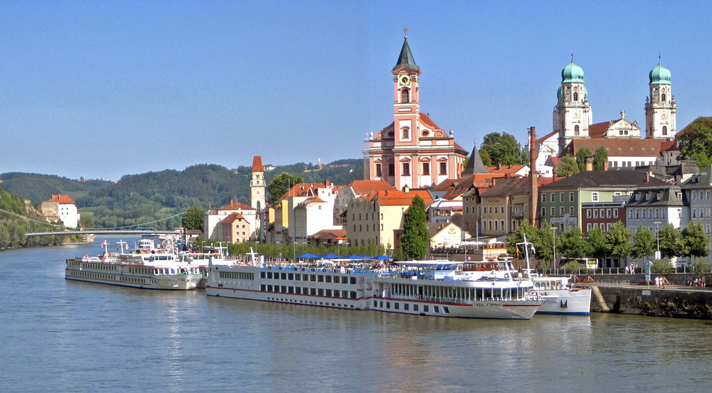 A river cruise is one of many alternate ideas for trips in Europe ... photo by CC user Aconcagua on wikimedia