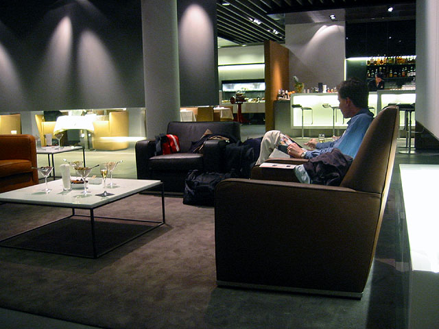 The airport lounge is one of those travel amenities that make travel the pleasure that it can be ... photo by CC user Don Serapio on wikimedia