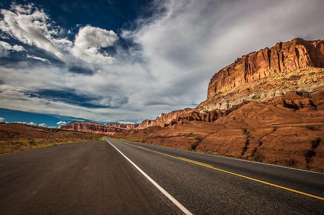 road-1958388_640
